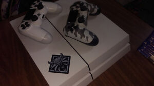 PS4 white(500GB) Good condition (2 controllers, 9 games)