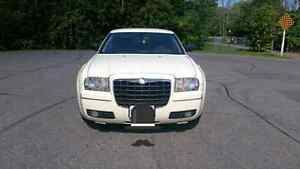 2005 Chrysler 300 (Lots of New Parts) Peterborough Peterborough Area image 4