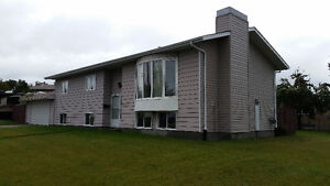 3 Bedrooms Bilevel with Ensuite and Double Attached Garage