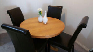 extendable dining table with 4 leather chairs