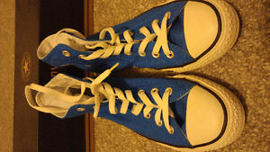 Almost new condition, blue size 7 Converse chuck high top Windsor Region Ontario image 4