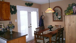 3 Bedroom Townhouse with large den. Available Jan. 1st. London Ontario image 2