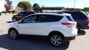 2013 Ford Escape SEL.     LOW kms