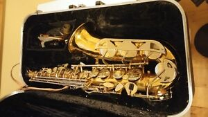 WANTING TO TRADE MY CONN SELMER ALTO SAX FOR A DECENT  PA ACOUST