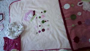 Literie enfant papillon lambs and ivy avec décorations chambre