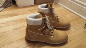 Women's timberland  boots size 10 very good condition