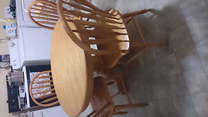oak birch solid wood table  4 chairs excellent condition $125