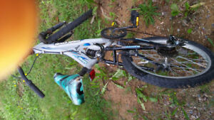 SAVAGE 2.O. 20 INCH BOYS BIKE. FRONT REAR SHOCKS. 30.00