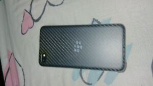 Blackberry in really good shape comes with otter boxs