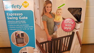 New Safety First Staircase swing gate Espresso