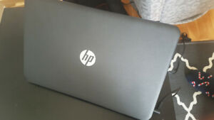 Comme neuf Laptop 15-r013ca HP 2.16GHz Intel  N3530 4GB DDR3