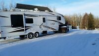Keystone (Laredo) 29LR Aluminum frame 5th wheel with one large s