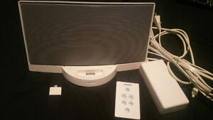 Bose SoundDock Series i w/ Remote and lightening adapter
