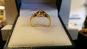 Women's 10kt Diamond ring