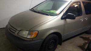 Toyota Sienna CE (  PRICE   REDUCED   FOR   QUICK   SALE )