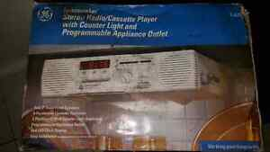 Spacemaker Vintage Stereo Radio Casette Player $80