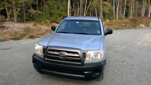 2005 Toyota Tacoma 2wd extra cab manual transmission only 150km