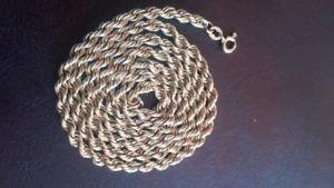 chaine Torsade  en or 10 carat 24 pouces 3 mm de grosseur