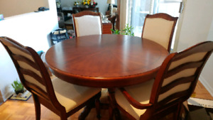 Gorgeous Fraser table with 6 chairs