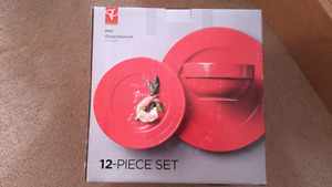 Brand new GRID dinnerware set