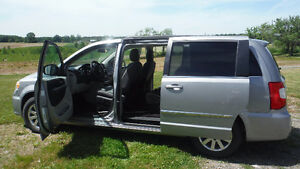 2014 Chrysler Town & Country VUS