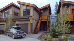 Modern Furnished 2 BD Townhouse in Canmore – Oct 1, 7mo lease