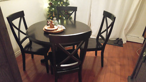 Black round table and chairs