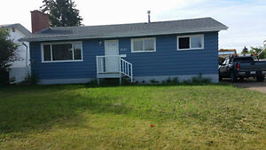 REDUCED! Great family home next to Frank Ross! Garage, Pets ok!
