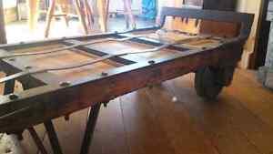 Lift Antique transformé en table à café