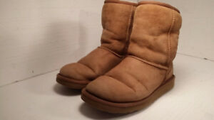 UGG - authentic boots - size 7