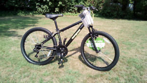 Boys Mongoose 24 wheel mountain bike BRAND NEW never ridden!