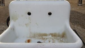 Antique Cast Iron/Porcelain Farmhouse Sink