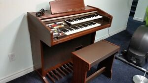 HOT BUY Electric Piano / Organ with matching bench seat & Manual