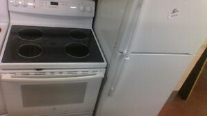 30'' GE  S C Smooth Top  GE White Stove. 6 Months Old.