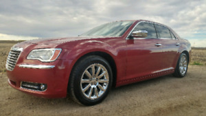 2012 Chrysler 300 Limited! Remote Start, Panoramic Sunroof!