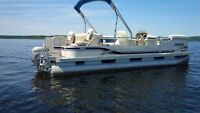 Pontoon Boat - 22 foot 2002 Sweetwater in Excellent Condition