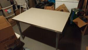 Bureau (table) de travail ikea gris