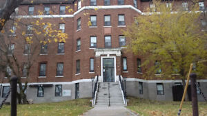 LAKEVIEW TOWERS - 3 Bedroom Apartment $850.00/month + Utilities
