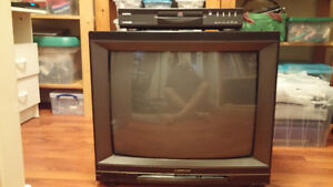 OLDER HITACHI TV AND DVD PLAYER
