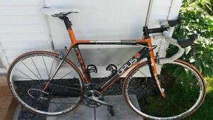 Vélo de route Opus Crescendo orange et noir