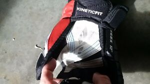 New never used mint hockey gloves Reebok kids Kitchener / Waterloo Kitchener Area image 2