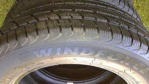 4 excellents pneus d'hiers 195 65 r15 toyota corolla