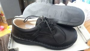 volks walkers womens shoes size 6.5 brand new in box only 15 eac