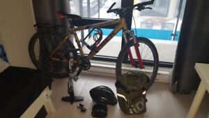 Trek 2700 44cm Mountain Bike w Accessories