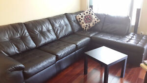 Right-facing sectional / L-shaped couch