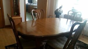 table salle a diner antique