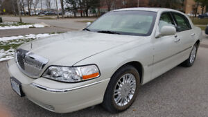 2007 Lincoln Town Car Signature Limited Sedan