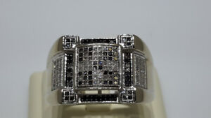 MEN'S 10KT WHITE GOLD & DIAMOND RING SZ 10 1/4 (REDUCED)