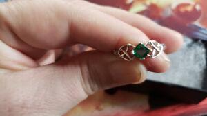 925 Sterling SIlver Celtic Princess Cut Emerald CZ Ring Size 8