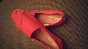 BRAND NEW Red Toms